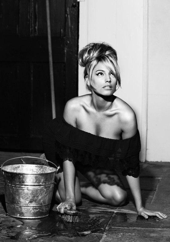Kelly Brook Wifey Model Mavens